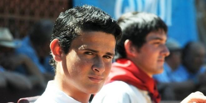 Gana mexicano André Lagravere trofeo en disputa en coso francés