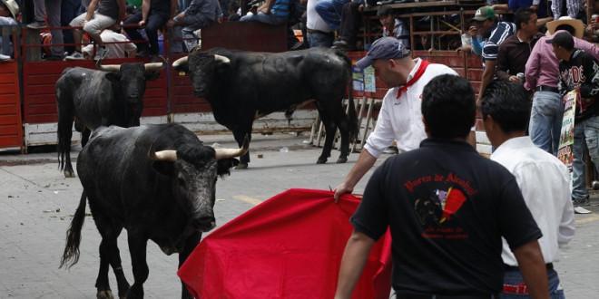 Deja Huamantlada cinco personas heridas; dos por asta de toro