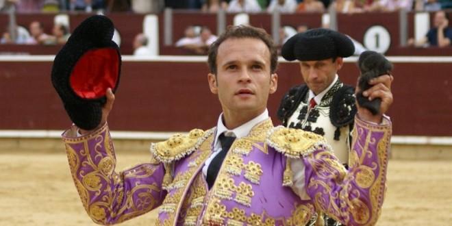 Sale Ferrara a hombros en Huesca