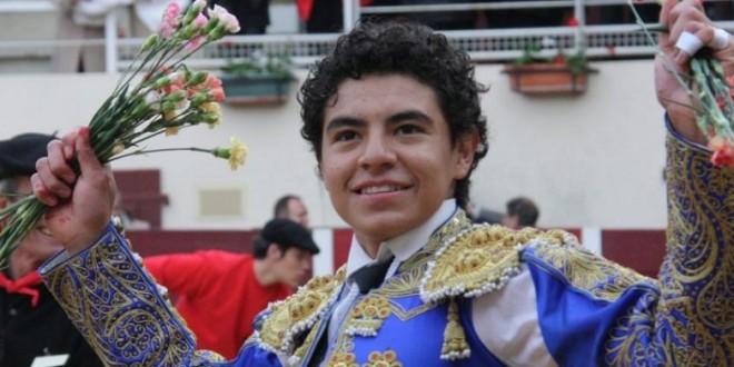 Joselito Adame fue paseado en hombros en alternativa de Brandon Campos
