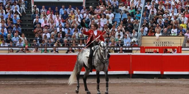 Hermoso de Mendoza sale a hombros en Bilbao