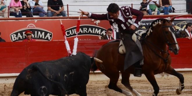 Integra rejoneador Emiliano Gamero cuatro caballos a su cuadra