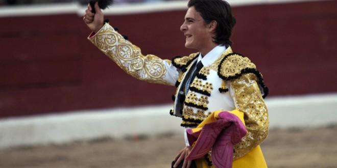 Firma Michelito para actuar en Ecuador