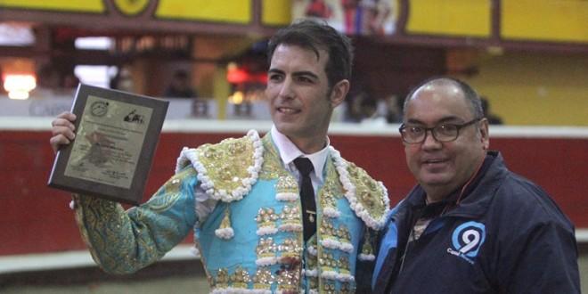 Tres orejas y salida en hombros de Arturo Macías en Teziutlán