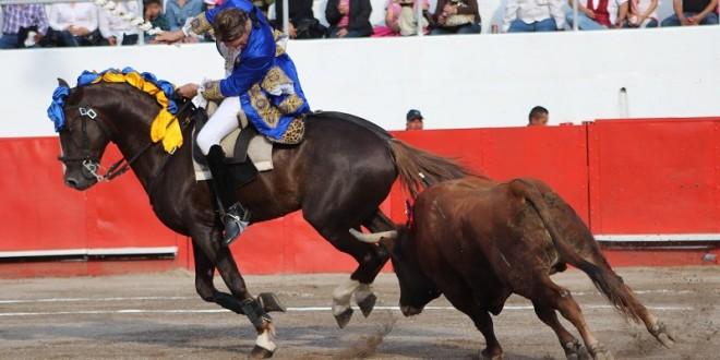 Triunfo de Rodrigo Santos y cornada a 'El Cuate' en Monterrey