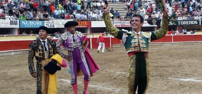 Otro triunfo en Tijuana para Macías; corta una oreja
