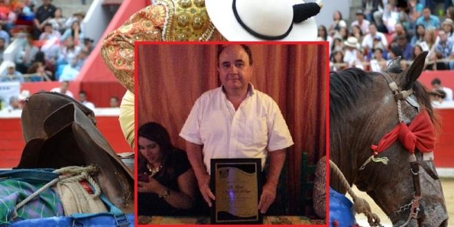 Entrega UMPB reconocimiento a Mario García Rojas del Pozo, gran promotor taurino