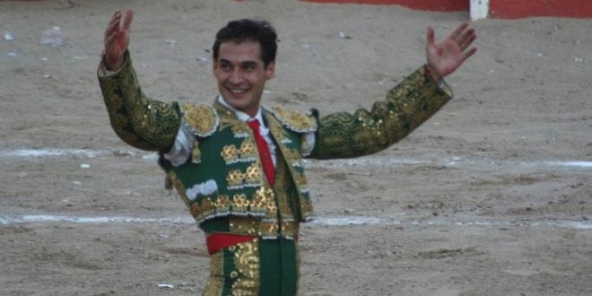 Sale Alfredo Gutiérrez del festival en San Buenaventura