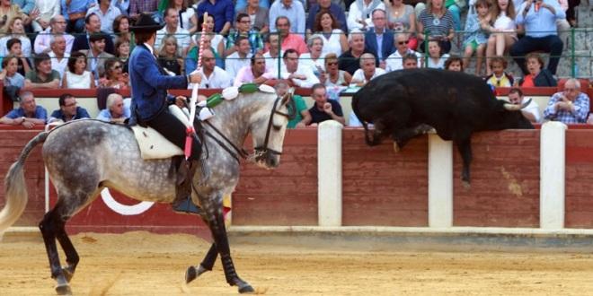 Emociones a granel en festejo de rejones en Valladolid