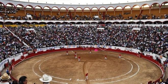 ATRACTIVOS CARTELES, para celebrar en GUADALAJARA la fundación de la ciudad e inauguración del coso