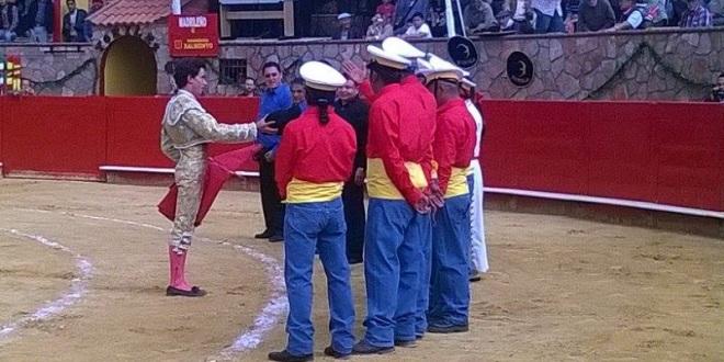 Caballero y Mendoza, por encima de sus novillos, en Cinco Villas