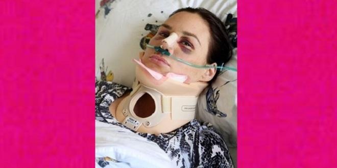 Tras casi 9 horas de quirófano sale Mónica Serrano