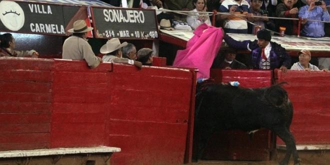 Juan José Padilla y 'Sonajero' hacen vibrar la Plaza México