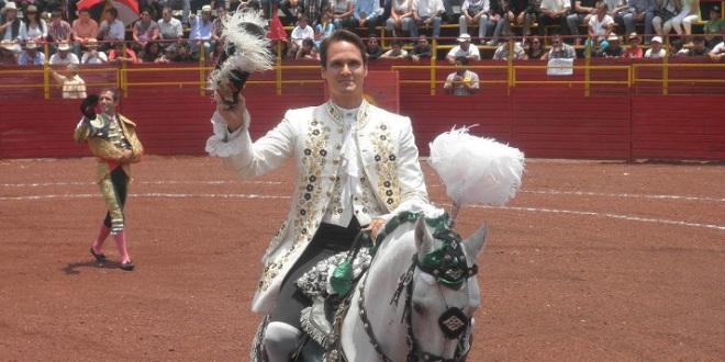Encabeza Gastón Santos festejo en Tepeapulco