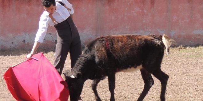 Tientan alumnos de la Academia Taurina de Celaya