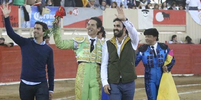 Triunfal actuación de Silveti en la primera corrida de feria en Moroleón