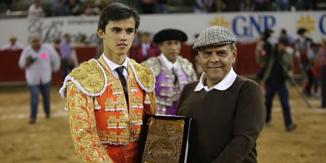 En Guadalajara, trofeo a Sánchez; cornada a Casanueva
