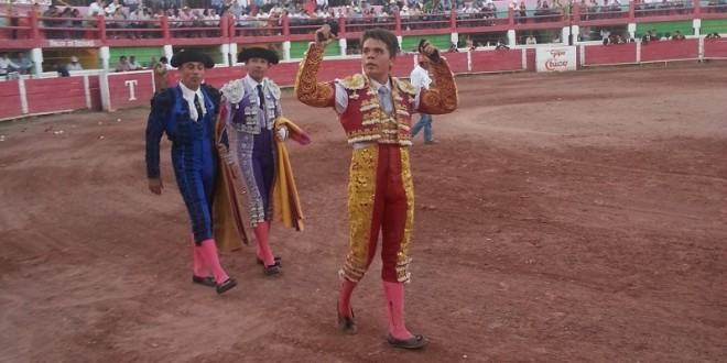 A hombros, Hermoso de Mendoza y Sotomayor