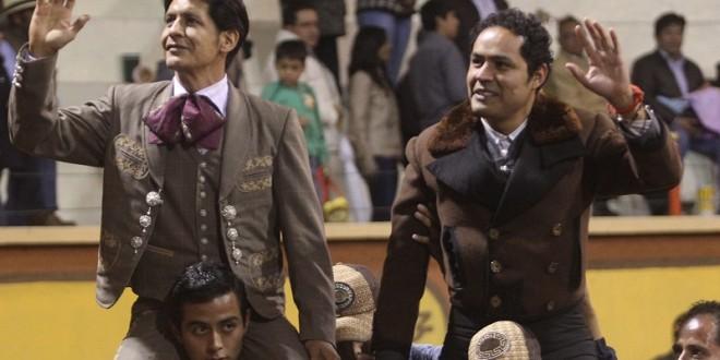 A hombros EL ZAPATA Y JL ANGELINO, en Huamantla