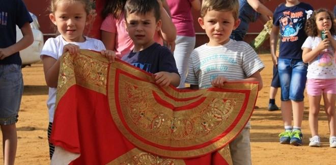 Promueve AGUSTÍN DE ESPARTINAS el toreo entre niños de primaria