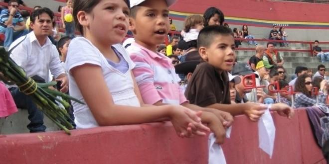 ANTICONSTITUCIONAL, que prohíban entrar a NIÑOS a las CORRIDAS DE TOROS