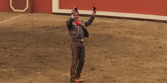 Urrutia, a hombros en PERU