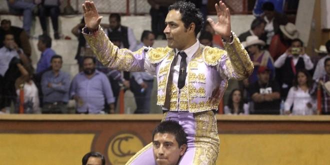 TRIUNFAL actuación de JL ANGELINO con SERIO encierro de PIEDRAS NEGRAS