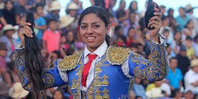 Corta RABO Karla de los Angeles