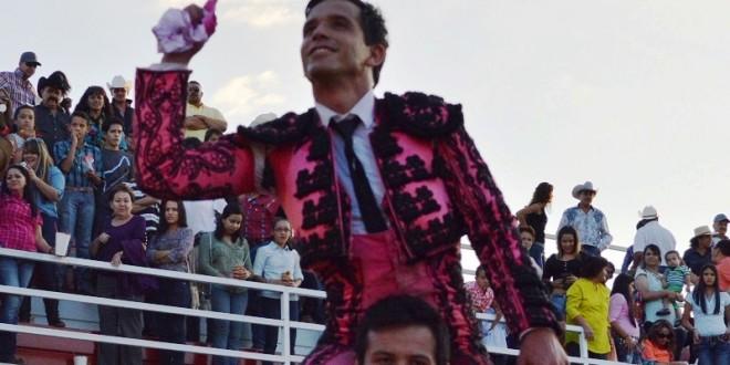 Orejas e indulto en la encerrona de EL CHIHUAHUA