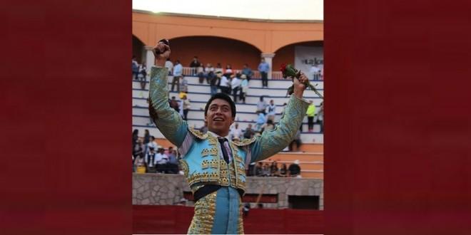 Dos orejas para SERGIO FLORES y gana el ESCAPULARIO DE PLATA
