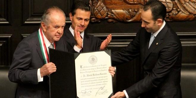 Recibe  el empresario y ganadero ALBERTO BAILLERES la Medalla BELISARIO DOMÍNGUEZ