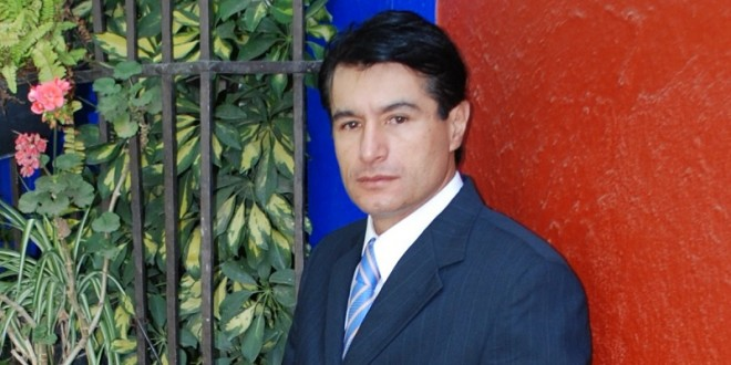 Reaparece Humberto Flores