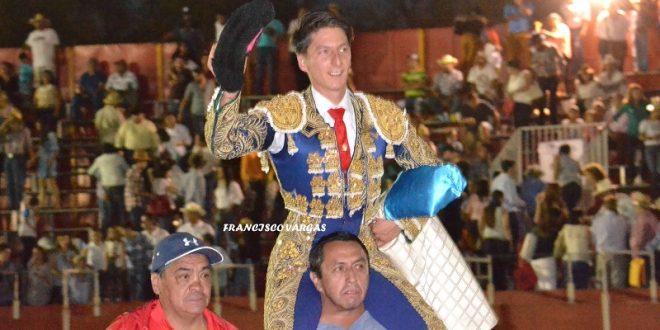 Luis Ignacio Escobedo oficializa a su equipo
