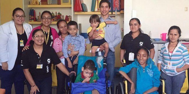 Visita FERMÍN ESPINOSA 'ARMILLITA IV' Teletón de Aguascalientes (*Fotos*)