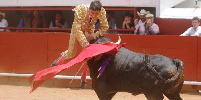 Buen encierro de Coaxamalucan; oreja al valiente Javier Castro (*Fotos*)