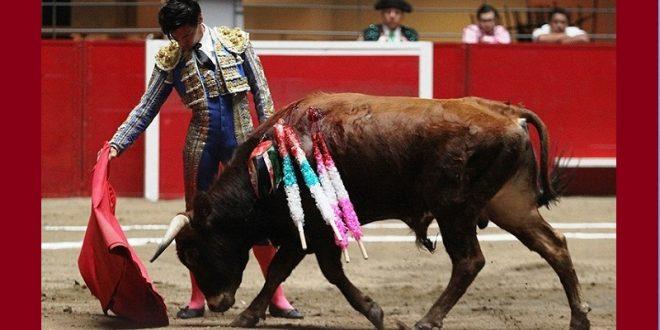 Malogra triunfo con los aceros el novillero RICARDO de SANTIAGO, en Monterrey