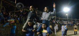 A hombros, los hermanos Angelino en MOTUL; para EL PAPO, el trofeo al mejor par de banderillas (*Fotos*)