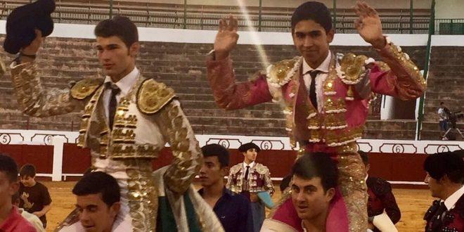 Triunfa el novillero mexicano Héctor Gutiérrez en Manzanares, Ciudad,Real, y sale a hombros en compañía de sus alternantes