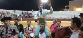 Sale a hombros en España Arturo Gilio hijo
