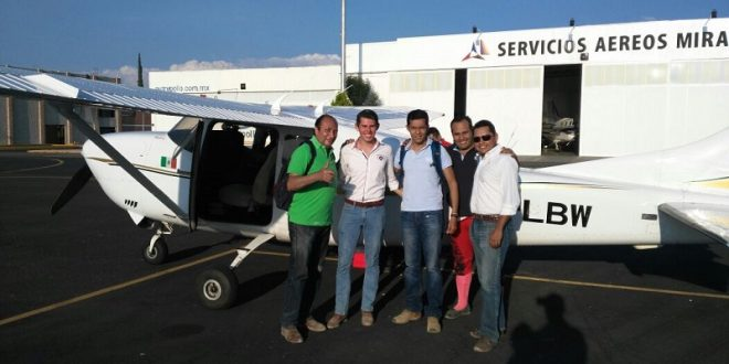 Tras salir a hombros en OJUELOS, TÉLLEZ viaja en AVIONETA a Toluca y de ahí en vuelo comercial a PERÚ