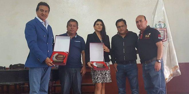 Le entregan reconocimiento a Lupita López