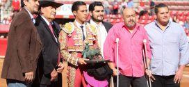 Fallas con la toledana privan a los novilleros del triunfo en la Plaza México