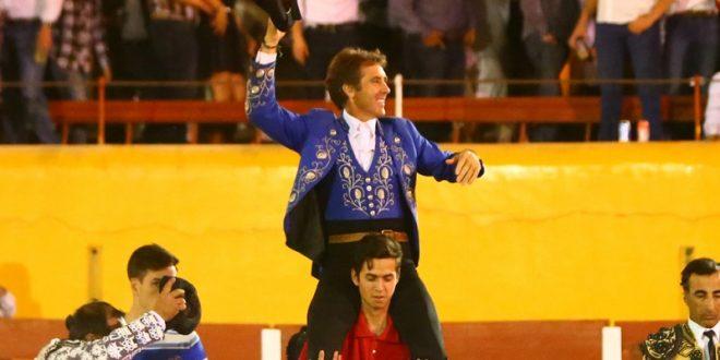 Sale Hermoso de Mendoza a hombros en Cadereyta
