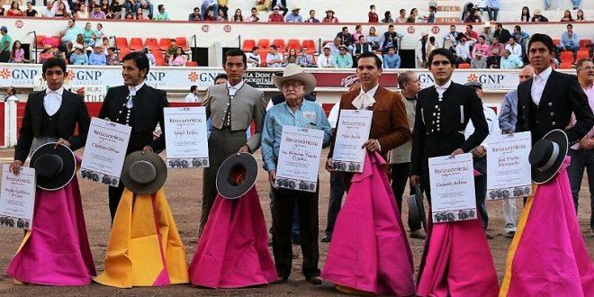 En hombros salió Nicolás Gutiérrez en el  festival del trabajador textil y de la confección (*Fotos*)