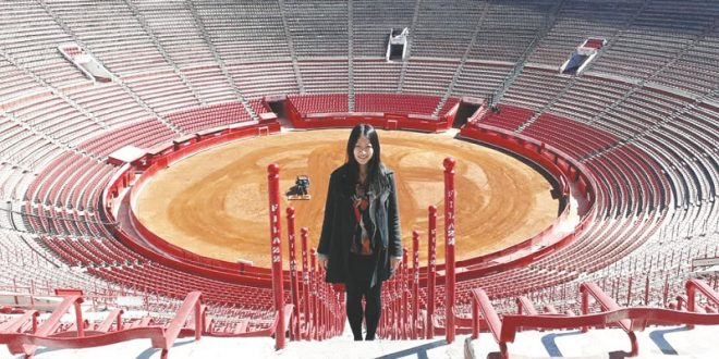 La japonesa Haruka Toda 'chanela' con propiedad y el toreo la conmueve hasta las lágrimas
