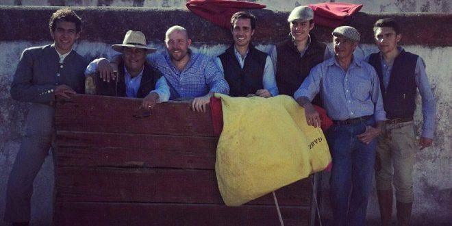 Tientan SALVADOR LÓPEZ, JOSÉ MAURICIO y HÉCTOR GABRIEL en la ganadería de ATENCO