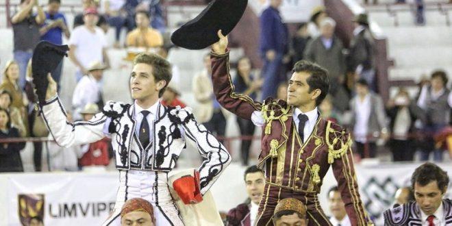 Joselito y Ginés son paseados en hombros en la corrida Goyesca de León