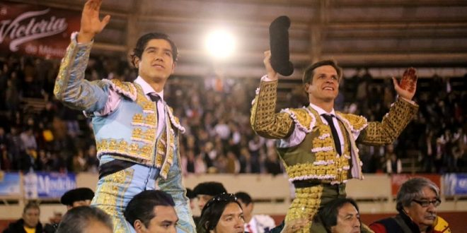 """Luis David y """"El Juli"""", en hombros en Moroleón"""