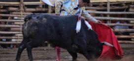 Corta El Zapata cuatro orejas; indultan toro de Begoña, en La Petatera