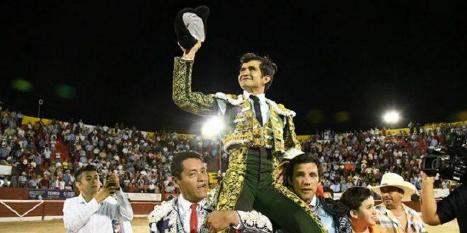 Sale a hombros Joselito Adame en la blanca Mérida (*Fotos*)